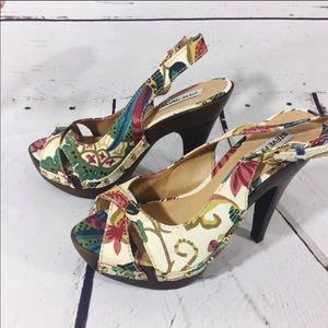 {STEVE MADDEN} Fall Floral Platform Wooden Heels